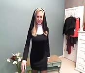 Eine Nonne auf Webcam