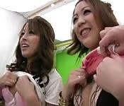 capté avec deux petites japonaises