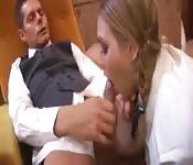 Uczennica zerżnięta analnie przez dyrektora