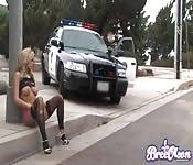 Policía abusando de su poder