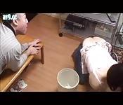 Domestique japonaise et le vieil homme