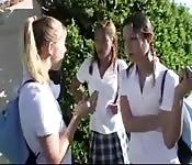 POV avec trois écolières