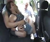 Teen von zwei alten Männern vergewaltigt