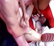 Une fille en mère noel se fait baiser