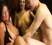 Jouer avec deux femme mature trop bonne