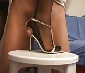 Masturbacja stopą i butem