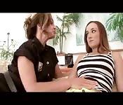 Policjantka pomaga zdesperowanej młodej matce