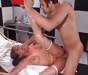 Enfermeira travessa cura seu paciente