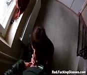 Follando en las escaleras de casa