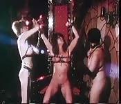 Una clip di fetish bondage classico