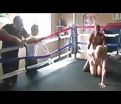 Une pute sur un ring