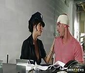 Gia DiMarco baise un prisonier