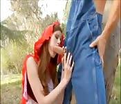 Le petit chaperon rouge se fait baiser par une grosse bite