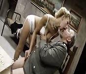 Jeune pute avec un vieux nazi