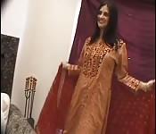 Plantureuse femme du Cachemire