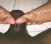 Une branlette avec les pieds pour une indienne