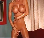 L'étonnate blonde milf nue et chaude