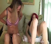 La bella Kandie e Camille si masturbano