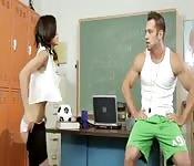 Baise avec le prof de gym