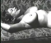 Les seins classiques de Virginie Bell