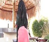 Priya Anjali Rai atteint un orgasme elle-même