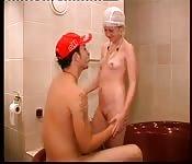 Couple amateur Néerlandaisbaise dans la salle de bain