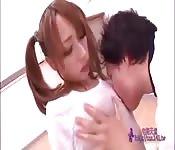 Ecolière japonaise baise en classe