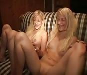 Deux jeunes jumelles lesbiennes