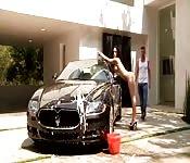 Anal après le lavage de la voiture
