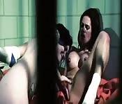 Sesso lesbo dietro alle sbarre