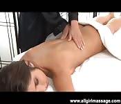 Massagem especial para esta garota
