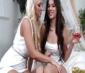 Sexe lesbien avec Molly Cavalli