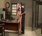 Vanessa Cage baisée en prison