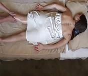 Garota bonita apalpada pelo massagista