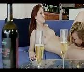 Alkohol i seks lesbijski z Kayden Kross i Karlie Montaną