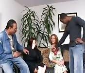 Sexe interracial en groupe