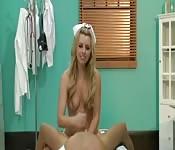 POV avec l'infirmière Lexi Belle