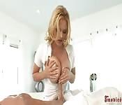Massage et branlette espagnole par Krissy Lynn