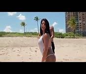 Bella Reese à la plage