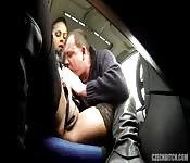 Baiser par un chauffeur de bus