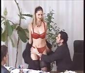 Secrétaire baise dans le bureau