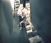 Sexe lesbien dans l'entrepôt