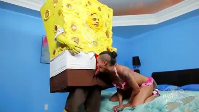 Sponge Bob receives a blowjob