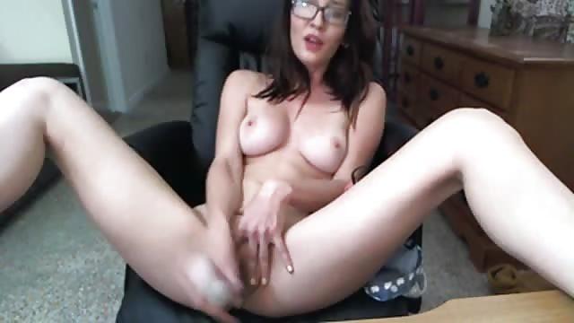 Weibliche Masturbation vor der Kamera