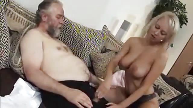 filme alter mann fickt blondine mit groben titten