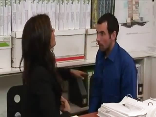 Rubia tetona y caliente follando con su jefe en la oficina