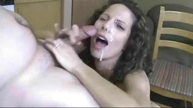 Femme accro au porno