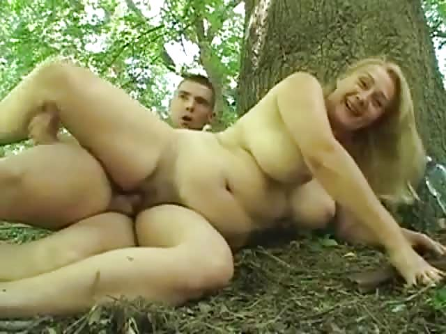 Redneck blonde fucks the neighbor and swallows the evidence