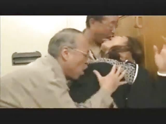 ragazza scopa con vecchio massaggi giapponesi video