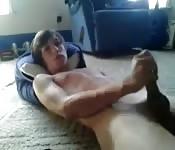 Jovem amador se masturbando